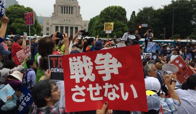 安保法案反対の国会前デモに関連した画像-06