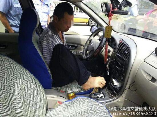 足を使って運転に関連した画像-04