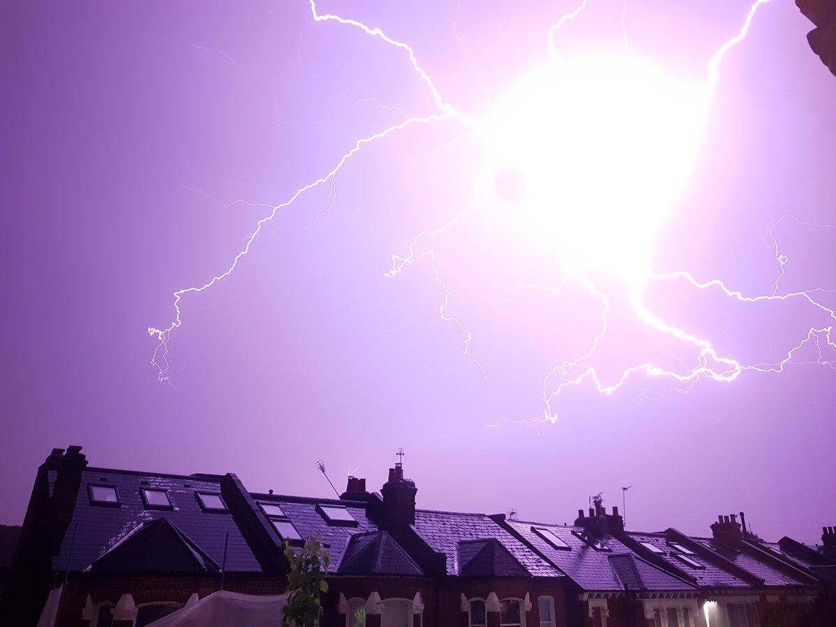 あらゆる雷雨の母(Mother of all thunderstorms)に関連した画像-05