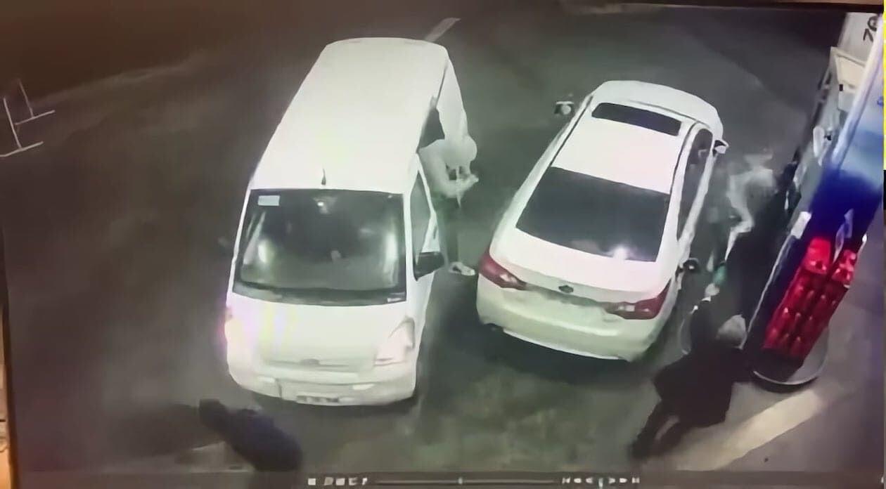 ガソリンスタンド 強盗