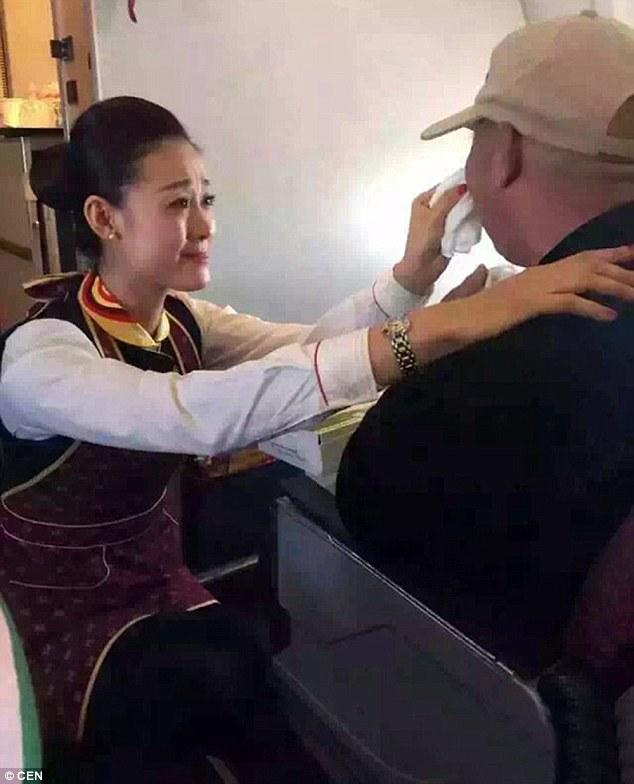 """""""手足が不自由な乗客""""に客室乗務員が神対応に関連した画像-04"""