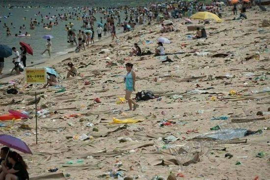 中国の海水浴場がゴミだらけで、外国人唖然に関連した画像-09