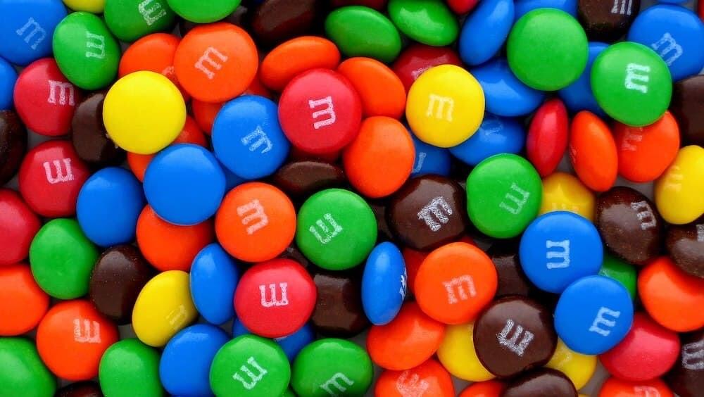 イギリス ギネス世界記録 M&M's チョコレート ウィル・カットビル