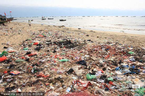 中国の海水浴場がゴミだらけで、外国人唖然に関連した画像-04