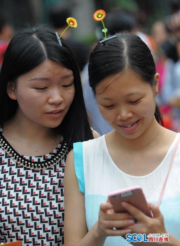 頭から発芽したように見える髪飾りが中国でバカ受けに関連した画像-03