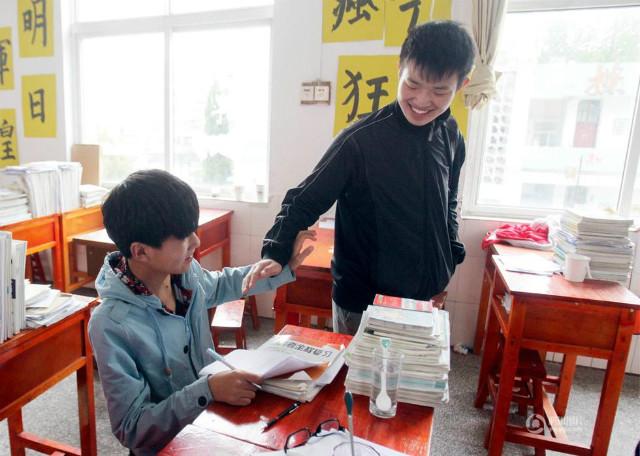 障害を持つ同級生を背負い続けてきた中国人に関連した画像-04
