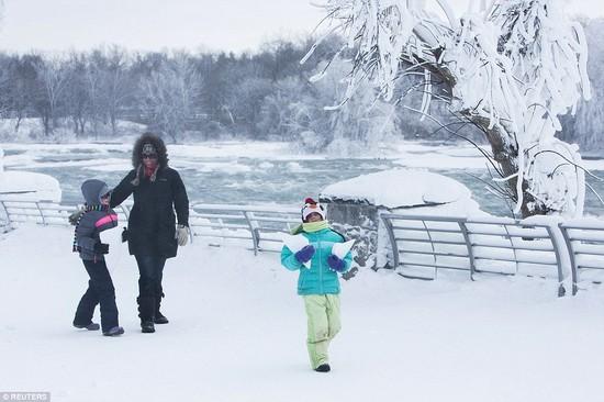 凍ったナイアガラの滝に関連した画像-07