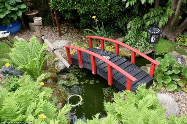 ジョン・ブレードさん15年かけて自宅に日本庭園に関連した画像-04