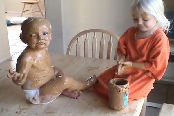 赤ちゃんの弟をピーナッツバターでコーティングに関連した画像-01