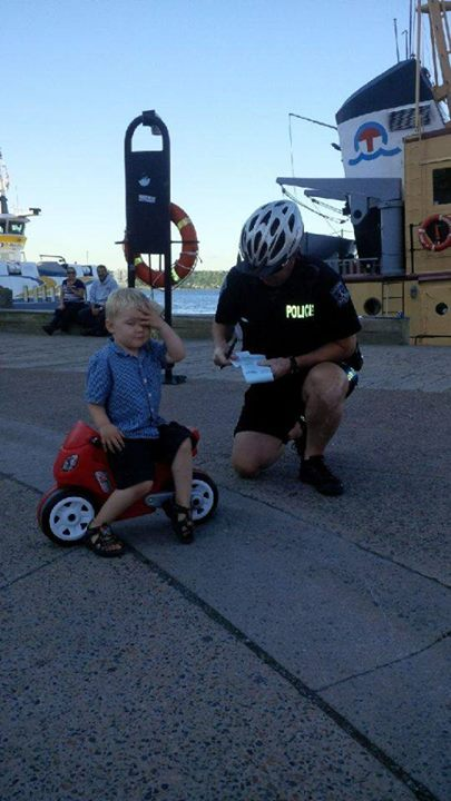 3歳児、警官に駐車違反キップを切られるに関連した画像-02