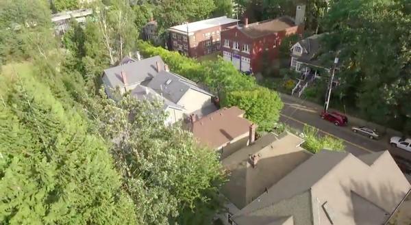 隣人の屋根上にドローンが墜落!別のドローンで救出に関連した画像-01