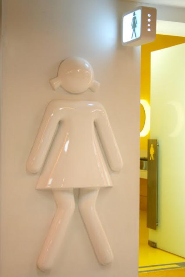 おもしろいトイレのマークに関連した画像-07