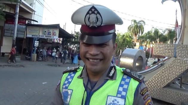 インドネシアで「バイクを運転する犬」に関連した画像-04