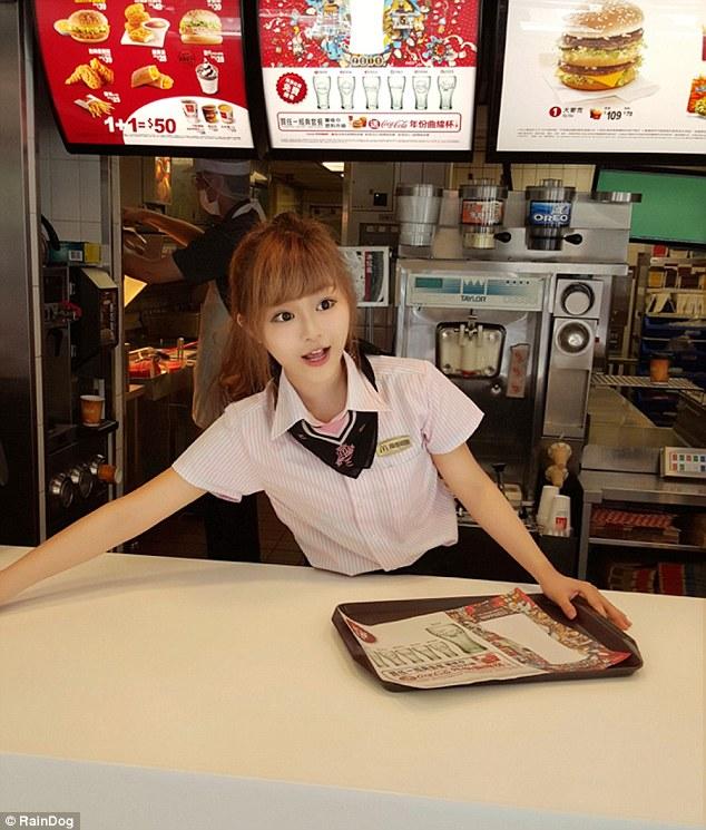 台湾マクドナルドに絶世の美少女イルカちゃんに関連した画像-03