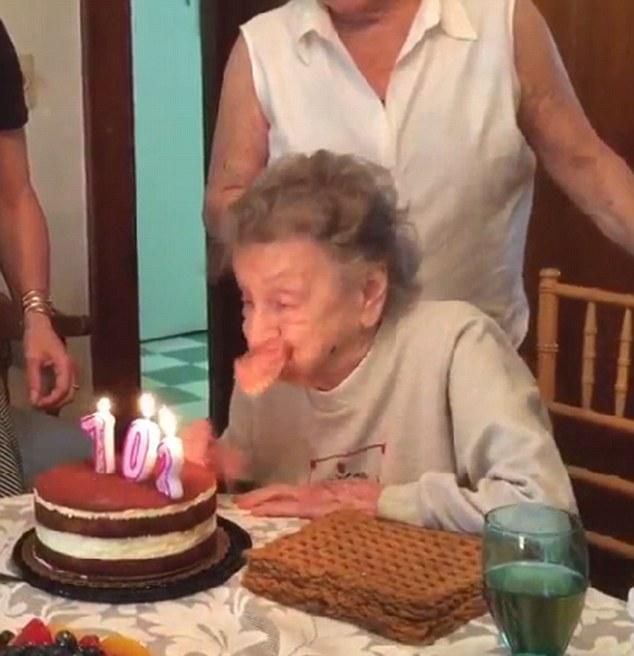 102歳の誕生日に関連した画像-03
