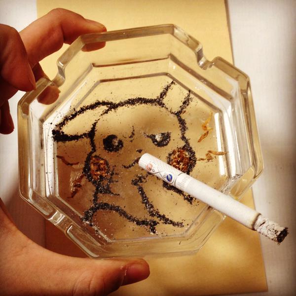 たばこの灰と葉で描いたアニメキャラに関連した画像-04