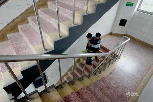 障害を持つ同級生を背負い続けてきた中国人に関連した画像-03