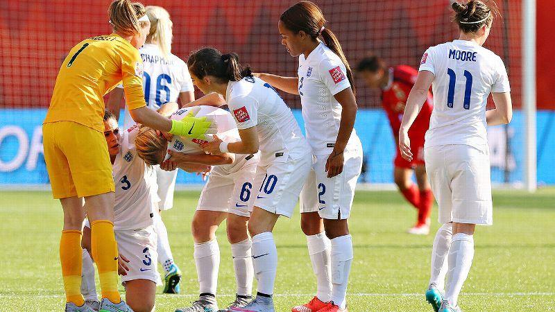 痛恨のオウンゴールで泣き崩れるイングランド選手に関連した画像-01
