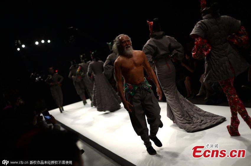 中国のファッションモデル(79歳)に関連した画像-07