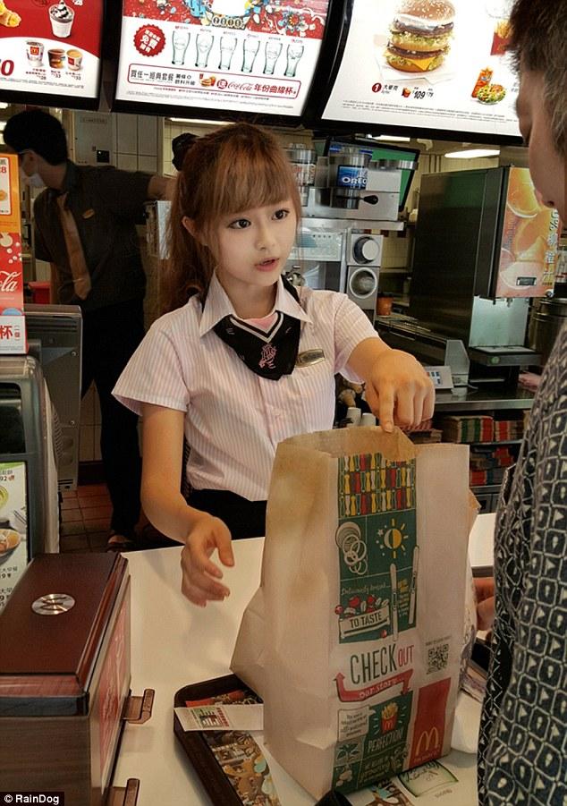 台湾マクドナルドに絶世の美少女イルカちゃんに関連した画像-02