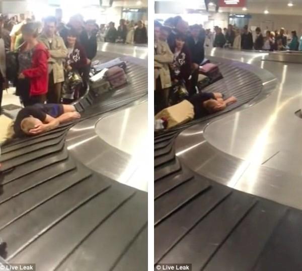 空港の荷物用ターンテーブルでおっさんに関連した画像-04