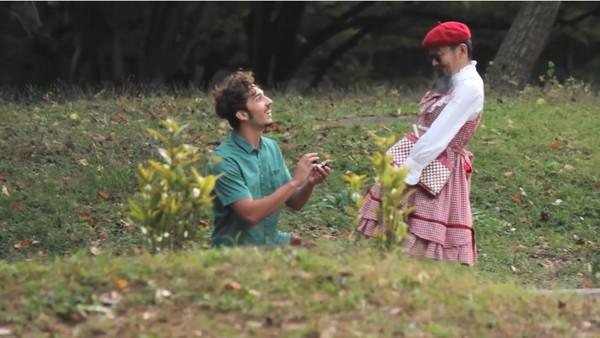 東京で知らない女性に片っ端からプロポーズしまくった外国人に関連した画像-09