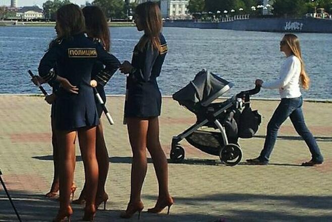 ロシアの女性警官に関連した画像-02