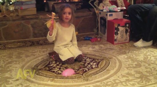 「手のひらの上で飛ぶ人形」が少女の目の前で自爆に関連した画像-02