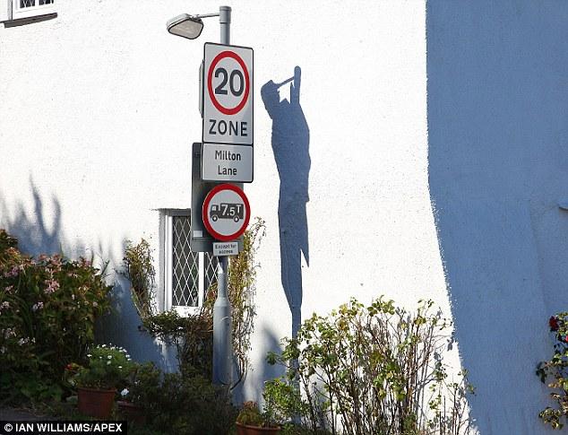 「首を吊った男性」の影に関連した画像-02