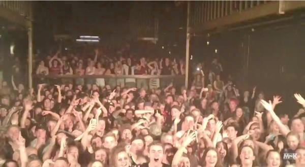 クラブDJ、大盛り上がりのフロアでサビの代わりにローテンポな楽曲を流すイタズラに関連した画像-05