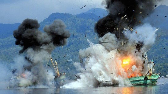 密漁船をコナゴナに爆破に関連した画像-01