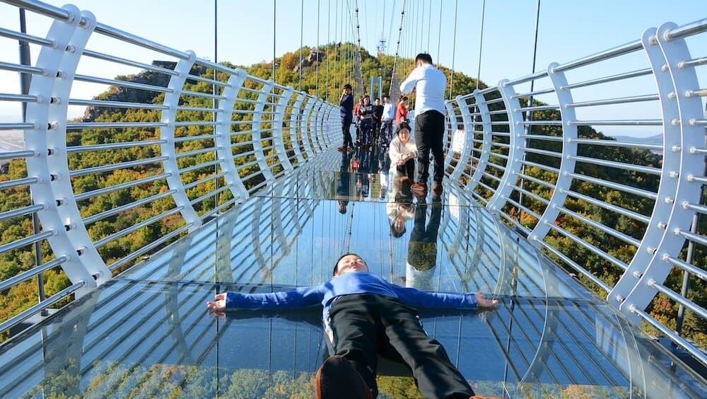 琵岩山 中国 ガラスの吊り橋