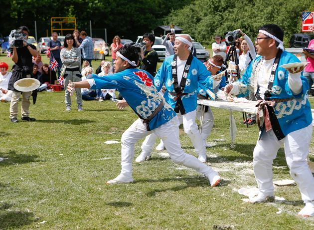イッテQチーム、イギリス「パイ投げ祭り」でまさかの優勝に関連した画像-03