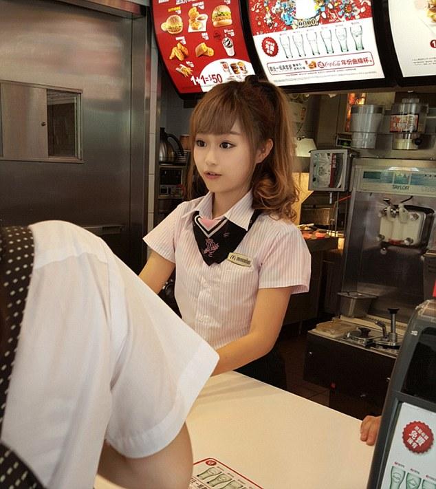 台湾マクドナルドに絶世の美少女イルカちゃんに関連した画像-04