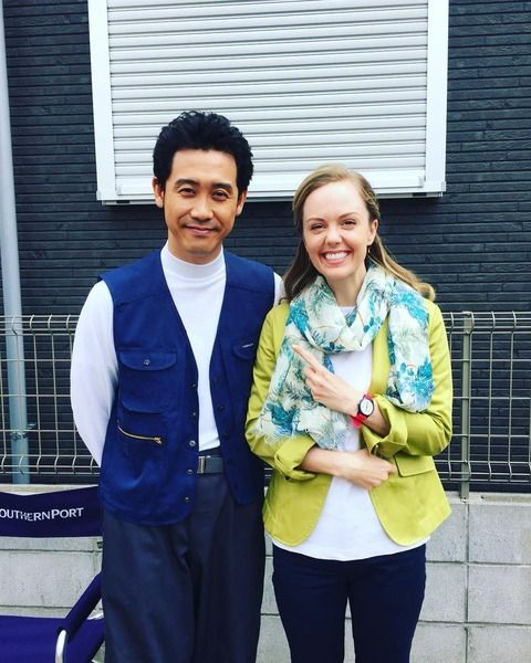 大泉洋&シャーロット・ケイト・フォックス レアなツーショットに「洋君羨ましいな!」