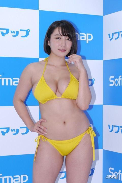 紺野栞 Hカップにサイズアップしたむちむちボディのグラドル(画像あり)