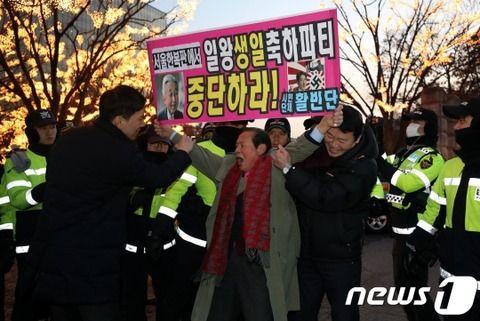 【韓国の反応】韓国マスコミ「今年もソウルで日王の誕生日を記念…抗議デモ隊、ホテルへの侵入を試みて警察に阻止される」→韓国人発狂