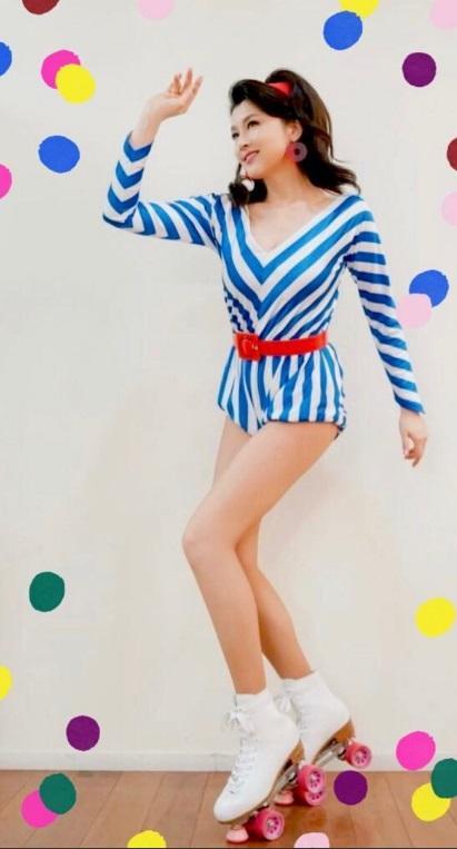 藤原紀香、80年代の衣装で美脚を披露「脚ながっ」「素敵なおみ足」の声