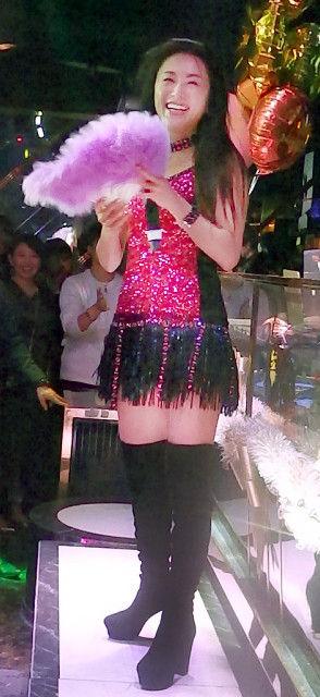 酒井法子 フリフリのミニスカートで登場 圧巻のステージにファン大興奮