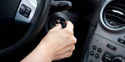 今の車セルがパソコンのスイッチみたいで嫌だよな。俺はキーでセルを回したい。