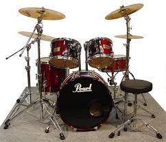 ベース聞こえんからいらんってのはわかるがドラムもいらんやろ