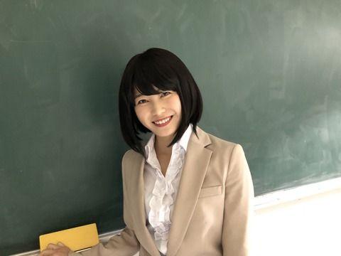 「マジムリ学園」のエロ先生 横山ゆいはんが胸元全開に網タイツでエロ過ぎる件(画像)