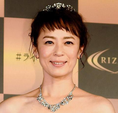 女優・佐藤仁美 撮影中にワガママで勝手に帰った年下女優Sを暴露!「たまにCM出てる」
