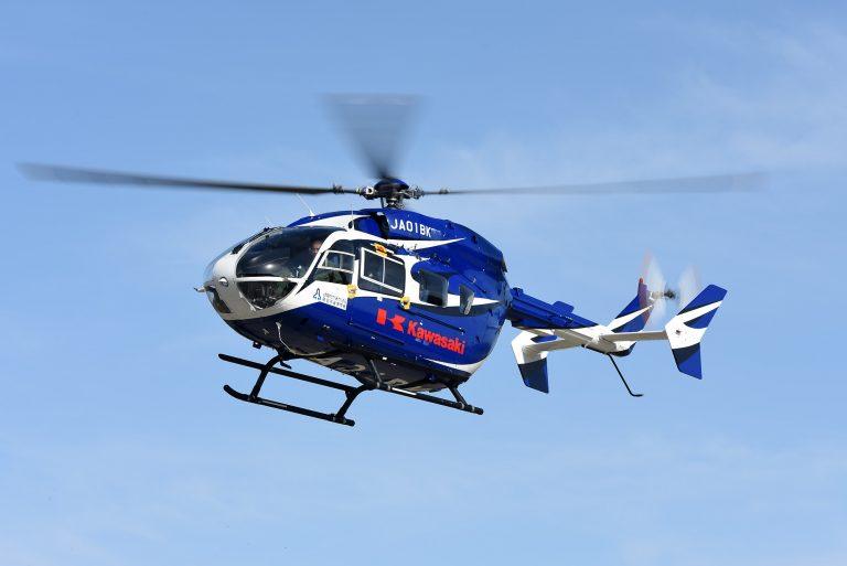FC岐阜が恒例のヘリコプター始球式を実施→ボールが風に流されアウェー側ベンチの屋根を直撃