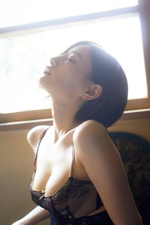 【乃木坂46】「メンバー屈指の美ボディ」中田花奈、水着、ランジェリーで豊満バストを披露(画像あり)