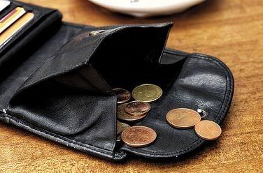 「消費税こわい」偏る負担 社会保障、現役もう限界
