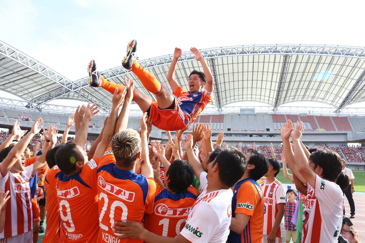 アルビレックス新潟、昨季限りで現役退いたMF本間勲の引退試合を開催 元チームメイトら50人が参加
