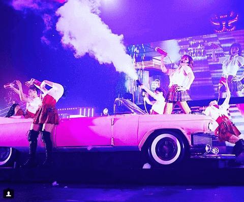 浜崎あゆみ、ステージ衣装のミニスカに注目集まる「痛々しい」