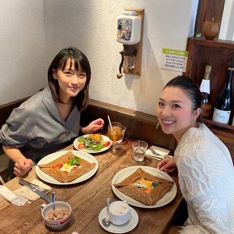 竹内由恵、芸能界引退の山岸舞彩さんとツーショット 現在は「二児の母」と近況伝える