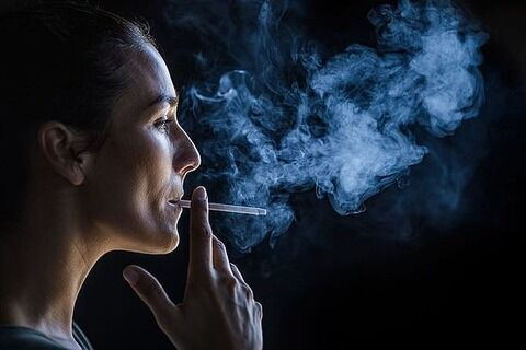 【朗報】「タバコ喫煙者はコロナ感染から守られる」決定的証拠が示される